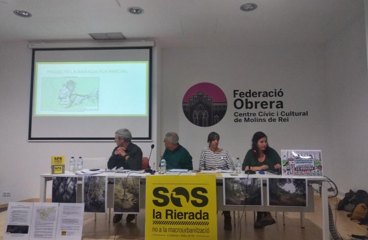 Pere Casas (SOS La Rierada), Josep Lluís Moner (Plataforma per la Defensa de Collserola), Laia Izquierdo (SOS La Rierada) i Carla Boza (SOS La Rierada)